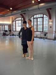 isabelle-ciaravola-posing-for-photos-after-class-1